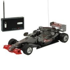 Radijo bangomis valdomas F1 lenktyninis automobilis